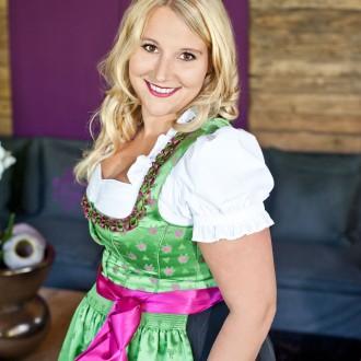 Dirndl Oktoberfest Party Outfit Musik Band Liveband Stimmung Hütte Apres Ski Edelweiß Trachtenhochzeit Trachtenball Tracht Salzburg Wiesn Dult Rupertikirtag